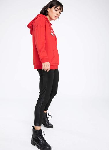 DeFacto Kapşonlu Yazı Baskılı Kanguru Cepli Relax Fit Sweatshirt Kırmızı